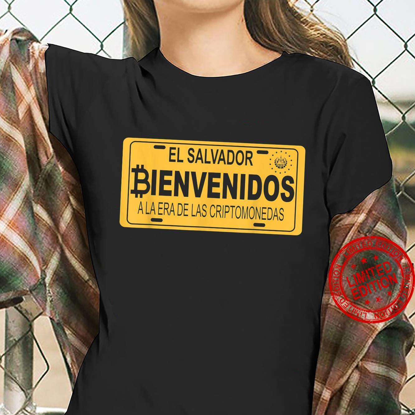 Bienvenidos a la Era De Las Criptomonedas En El Salvador Shirt ladies tee